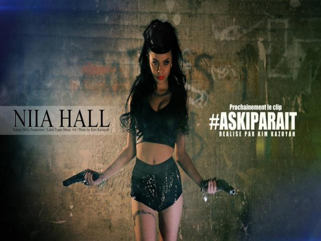 Niia hall single askiparait